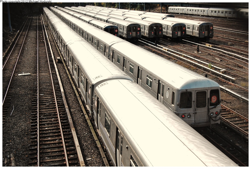 (418k, 1044x701)<br><b>Country:</b> United States<br><b>City:</b> New York<br><b>System:</b> New York City Transit<br><b>Location:</b> Concourse Yard<br><b>Car:</b> R-44 (St. Louis, 1971-73) 5334 <br><b>Photo by:</b> Michael Hodurski<br><b>Date:</b> 10/28/2010<br><b>Viewed (this week/total):</b> 0 / 638