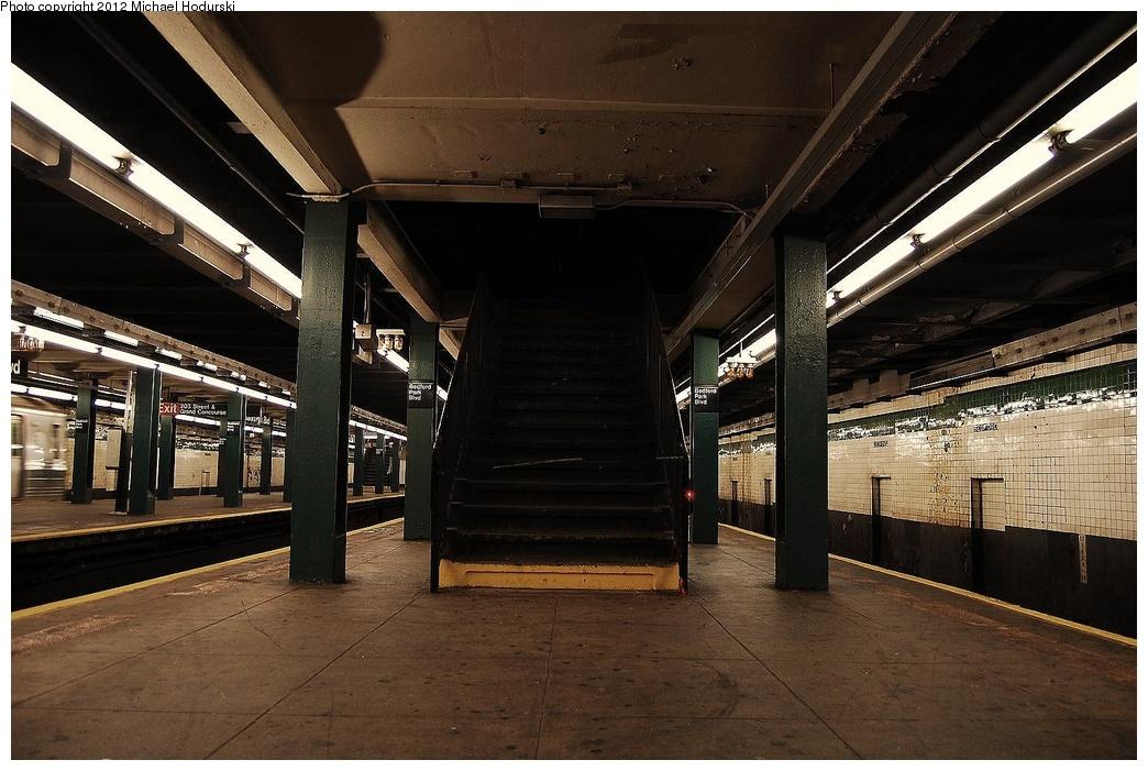 (321k, 1044x701)<br><b>Country:</b> United States<br><b>City:</b> New York<br><b>System:</b> New York City Transit<br><b>Line:</b> IND Concourse Line<br><b>Location:</b> Bedford Park Boulevard <br><b>Photo by:</b> Michael Hodurski<br><b>Date:</b> 10/28/2010<br><b>Viewed (this week/total):</b> 0 / 785