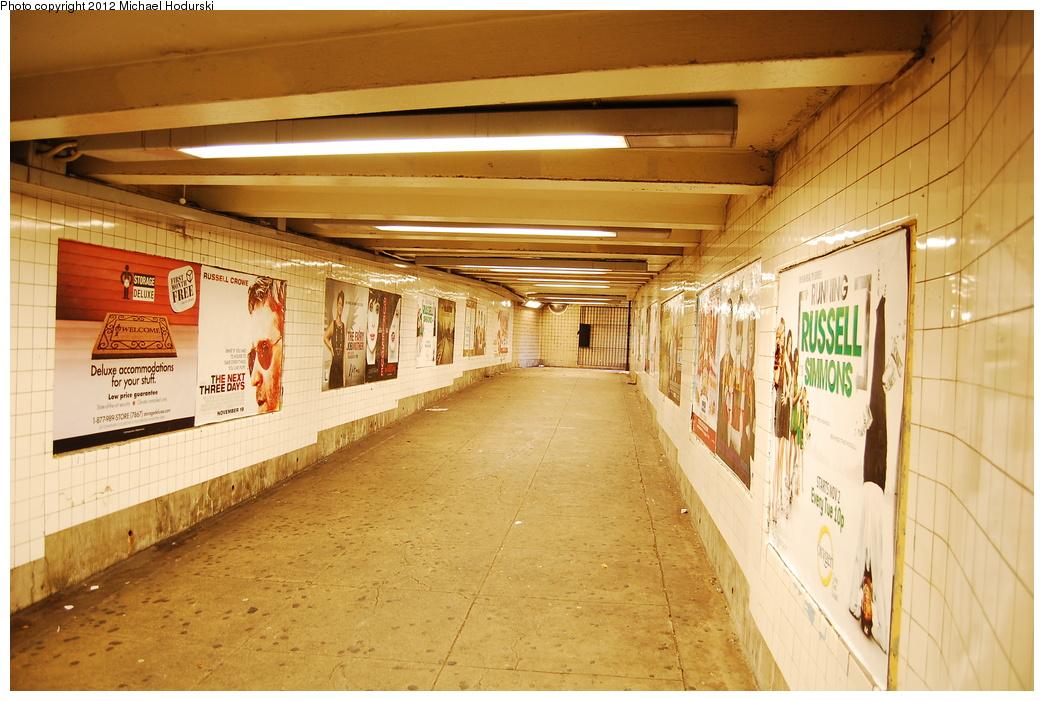 (371k, 1044x701)<br><b>Country:</b> United States<br><b>City:</b> New York<br><b>System:</b> New York City Transit<br><b>Line:</b> IND Concourse Line<br><b>Location:</b> Bedford Park Boulevard <br><b>Photo by:</b> Michael Hodurski<br><b>Date:</b> 10/28/2010<br><b>Viewed (this week/total):</b> 0 / 671