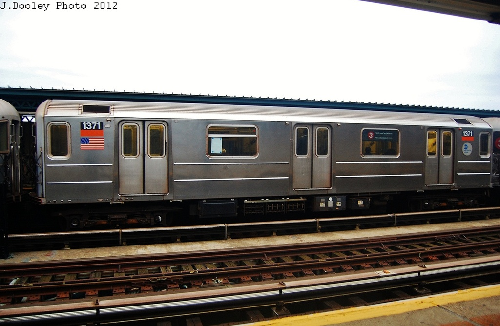 (271k, 1024x668)<br><b>Country:</b> United States<br><b>City:</b> New York<br><b>System:</b> New York City Transit<br><b>Line:</b> IRT Brooklyn Line<br><b>Location:</b> Junius Street <br><b>Route:</b> 3<br><b>Car:</b> R-62 (Kawasaki, 1983-1985)  1371 <br><b>Photo by:</b> John Dooley<br><b>Date:</b> 10/25/2012<br><b>Viewed (this week/total):</b> 1 / 973