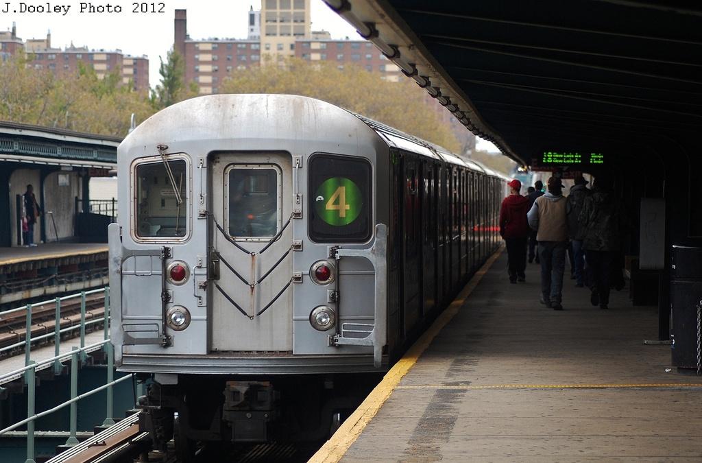 (298k, 1024x675)<br><b>Country:</b> United States<br><b>City:</b> New York<br><b>System:</b> New York City Transit<br><b>Line:</b> IRT Brooklyn Line<br><b>Location:</b> Saratoga Avenue <br><b>Route:</b> 4<br><b>Car:</b> R-62 (Kawasaki, 1983-1985)  1605 <br><b>Photo by:</b> John Dooley<br><b>Date:</b> 11/1/2012<br><b>Notes:</b> Post-Sandy: #3 line cars used on #4<br><b>Viewed (this week/total):</b> 0 / 1067