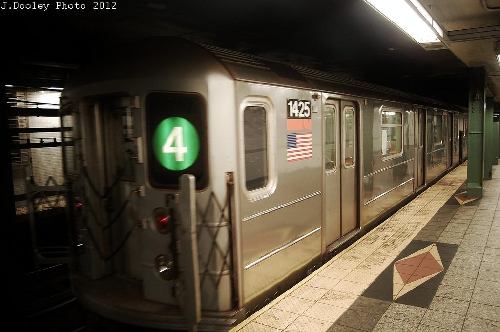 (275k, 1024x680)<br><b>Country:</b> United States<br><b>City:</b> New York<br><b>System:</b> New York City Transit<br><b>Line:</b> IRT Brooklyn Line<br><b>Location:</b> Atlantic Avenue <br><b>Route:</b> 4<br><b>Car:</b> R-62 (Kawasaki, 1983-1985)   <br><b>Photo by:</b> John Dooley<br><b>Date:</b> 11/2/2012<br><b>Notes:</b> Post-Sandy: #3 line cars used on #4<br><b>Viewed (this week/total):</b> 6 / 1322