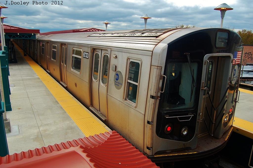 (322k, 1024x680)<br><b>Country:</b> United States<br><b>City:</b> New York<br><b>System:</b> New York City Transit<br><b>Line:</b> BMT West End Line<br><b>Location:</b> 62nd Street <br><b>Car:</b> R-160B (Kawasaki, 2005-2008)  8733 <br><b>Photo by:</b> John Dooley<br><b>Date:</b> 11/1/2012<br><b>Viewed (this week/total):</b> 1 / 773