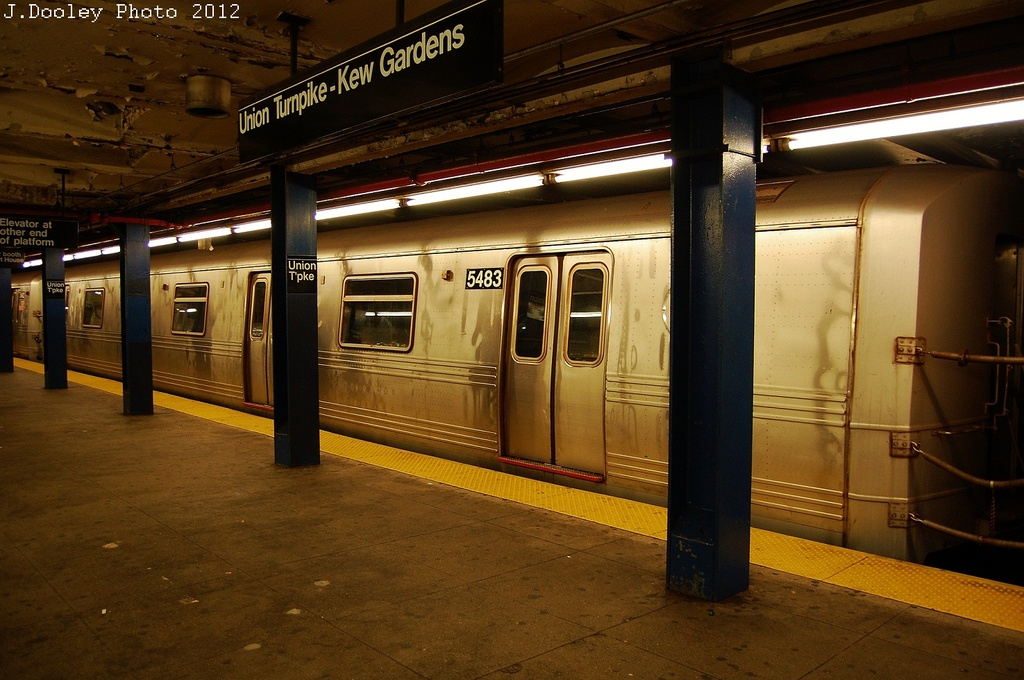 (325k, 1024x680)<br><b>Country:</b> United States<br><b>City:</b> New York<br><b>System:</b> New York City Transit<br><b>Line:</b> IND Queens Boulevard Line<br><b>Location:</b> Union Turnpike/Kew Gardens <br><b>Route:</b> Layup<br><b>Car:</b> R-46 (Pullman-Standard, 1974-75) 5483 <br><b>Photo by:</b> John Dooley<br><b>Date:</b> 11/4/2012<br><b>Notes:</b> Post-Sandy layup<br><b>Viewed (this week/total):</b> 0 / 888