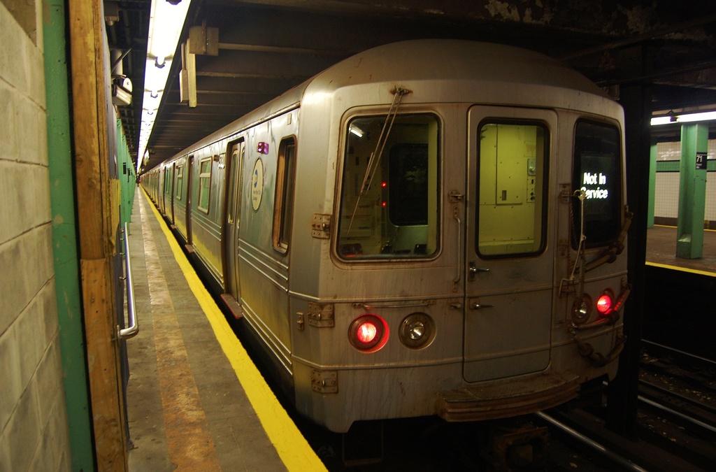 (274k, 1024x675)<br><b>Country:</b> United States<br><b>City:</b> New York<br><b>System:</b> New York City Transit<br><b>Line:</b> IND Queens Boulevard Line<br><b>Location:</b> 71st/Continental Aves./Forest Hills <br><b>Route:</b> Layup<br><b>Car:</b> R-46 (Pullman-Standard, 1974-75) 5780 <br><b>Photo by:</b> John Dooley<br><b>Date:</b> 11/4/2012<br><b>Notes:</b> Post-Sandy layup<br><b>Viewed (this week/total):</b> 0 / 869