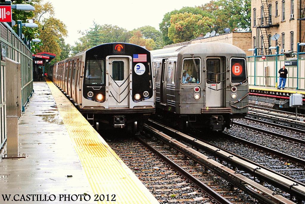 (442k, 1024x687)<br><b>Country:</b> United States<br><b>City:</b> New York<br><b>System:</b> New York City Transit<br><b>Line:</b> BMT Brighton Line<br><b>Location:</b> Avenue H <br><b>Route:</b> Q<br><b>Car:</b> R-160A/R-160B Series (Number Unknown)  <br><b>Photo by:</b> Wilfredo Castillo<br><b>Date:</b> 10/19/2012<br><b>Notes:</b> With R-68 on B<br><b>Viewed (this week/total):</b> 2 / 1244