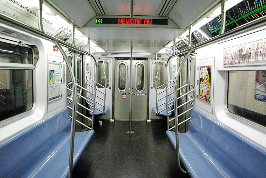 (325k, 1024x687)<br><b>Country:</b> United States<br><b>City:</b> New York<br><b>System:</b> New York City Transit<br><b>Route:</b> 4 reroute<br><b>Car:</b> R-142A (Option Order, Kawasaki, 2002-2003)  7686 <br><b>Photo by:</b> Wilfredo Castillo<br><b>Date:</b> 10/22/2012<br><b>Viewed (this week/total):</b> 0 / 1038