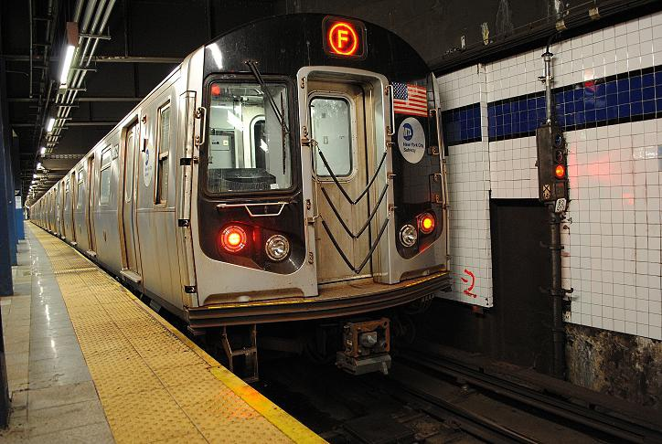 (141k, 724x486)<br><b>Country:</b> United States<br><b>City:</b> New York<br><b>System:</b> New York City Transit<br><b>Line:</b> IND 6th Avenue Line<br><b>Location:</b> Broadway/Lafayette <br><b>Route:</b> F<br><b>Car:</b> R-160A (Option 1) (Alstom, 2008-2009, 5 car sets)  9372 <br><b>Photo by:</b> Wilfredo Castillo<br><b>Date:</b> 10/22/2012<br><b>Viewed (this week/total):</b> 3 / 895