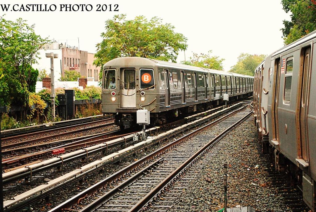 (458k, 1024x687)<br><b>Country:</b> United States<br><b>City:</b> New York<br><b>System:</b> New York City Transit<br><b>Line:</b> BMT Brighton Line<br><b>Location:</b> Kings Highway <br><b>Route:</b> B<br><b>Car:</b> R-68 (Westinghouse-Amrail, 1986-1988)  2844 <br><b>Photo by:</b> Wilfredo Castillo<br><b>Date:</b> 10/19/2012<br><b>Viewed (this week/total):</b> 2 / 865