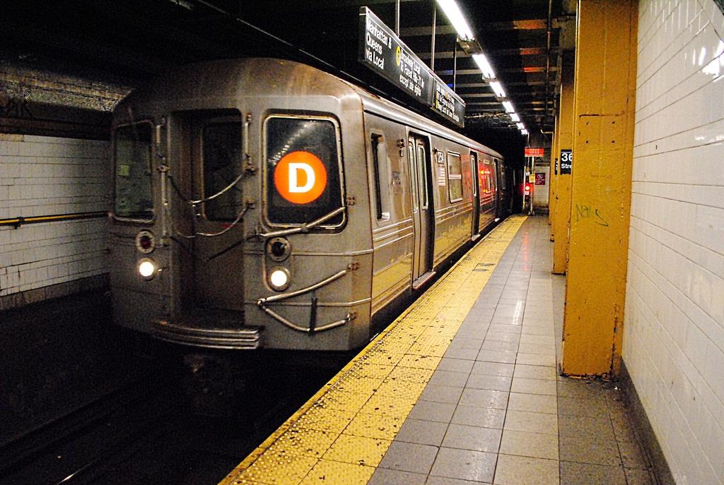 (368k, 1024x687)<br><b>Country:</b> United States<br><b>City:</b> New York<br><b>System:</b> New York City Transit<br><b>Line:</b> BMT 4th Avenue<br><b>Location:</b> 36th Street <br><b>Route:</b> D<br><b>Car:</b> R-68 (Westinghouse-Amrail, 1986-1988)  2754 <br><b>Photo by:</b> Wilfredo Castillo<br><b>Date:</b> 10/22/2012<br><b>Viewed (this week/total):</b> 0 / 1271