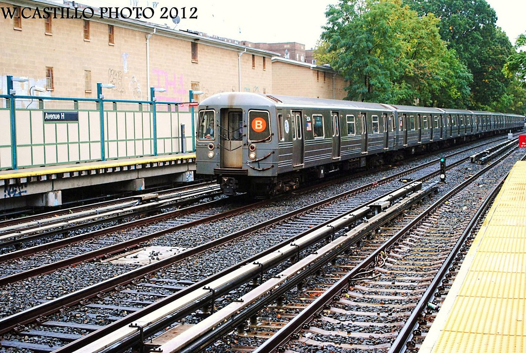 (469k, 1024x687)<br><b>Country:</b> United States<br><b>City:</b> New York<br><b>System:</b> New York City Transit<br><b>Line:</b> BMT Brighton Line<br><b>Location:</b> Avenue H <br><b>Route:</b> B<br><b>Car:</b> R-68A (Kawasaki, 1988-1989)  5134 <br><b>Photo by:</b> Wilfredo Castillo<br><b>Date:</b> 10/19/2012<br><b>Viewed (this week/total):</b> 2 / 775