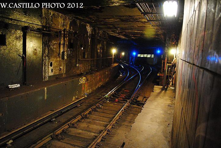 (144k, 724x486)<br><b>Country:</b> United States<br><b>City:</b> New York<br><b>System:</b> New York City Transit<br><b>Location:</b> DeKalb Avenue<br><b>Photo by:</b> Wilfredo Castillo<br><b>Date:</b> 10/19/2012<br><b>Notes:</b> View south into tunnel.<br><b>Viewed (this week/total):</b> 30 / 1746