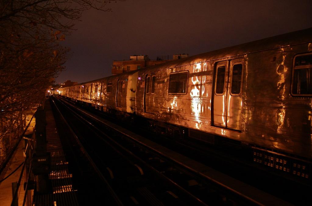 (246k, 1024x676)<br><b>Country:</b> United States<br><b>City:</b> New York<br><b>System:</b> New York City Transit<br><b>Line:</b> BMT West End Line<br><b>Location:</b> Fort Hamilton Parkway <br><b>Car:</b> R-46 (Pullman-Standard, 1974-75) 5612 <br><b>Photo by:</b> John Dooley<br><b>Date:</b> 11/16/2012<br><b>Notes:</b> Post Hurricane Sandy layups<br><b>Viewed (this week/total):</b> 0 / 767