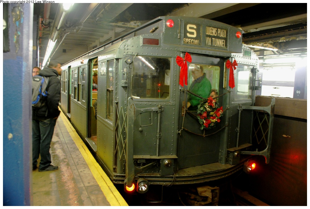 (278k, 1044x703)<br><b>Country:</b> United States<br><b>City:</b> New York<br><b>System:</b> New York City Transit<br><b>Line:</b> IND 6th Avenue Line<br><b>Location:</b> 2nd Avenue <br><b>Route:</b> Museum Train Service<br><b>Car:</b> R-4 (American Car & Foundry, 1932-1933) 484 <br><b>Photo by:</b> Lee Winson<br><b>Date:</b> 12/2/2012<br><b>Viewed (this week/total):</b> 4 / 830