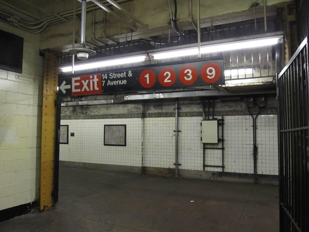 (100k, 1024x768)<br><b>Country:</b> United States<br><b>City:</b> New York<br><b>System:</b> New York City Transit<br><b>Line:</b> IND 6th Avenue Line<br><b>Location:</b> 14th Street <br><b>Photo by:</b> Robbie Rosenfeld<br><b>Date:</b> 11/8/2012<br><b>Notes:</b> Transfer to 7th Ave lines.<br><b>Viewed (this week/total):</b> 1 / 1254