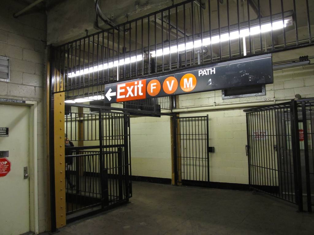 (105k, 1024x768)<br><b>Country:</b> United States<br><b>City:</b> New York<br><b>System:</b> New York City Transit<br><b>Line:</b> IRT West Side Line<br><b>Location:</b> 14th Street <br><b>Photo by:</b> Robbie Rosenfeld<br><b>Date:</b> 11/8/2012<br><b>Notes:</b> Transfer to 6th Ave lines.<br><b>Viewed (this week/total):</b> 0 / 1563