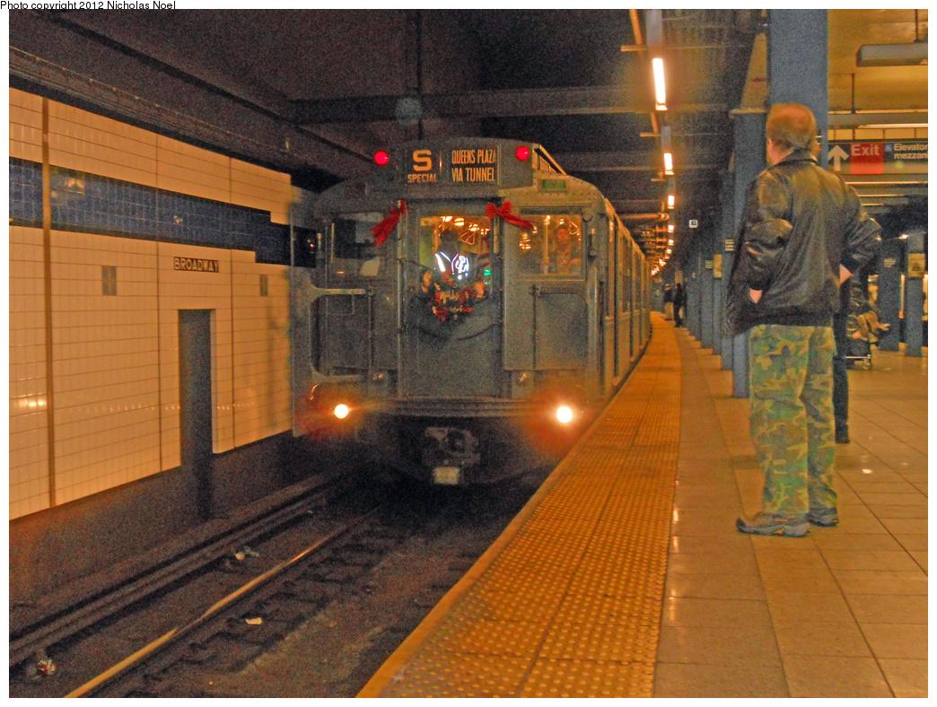 (464k, 1044x788)<br><b>Country:</b> United States<br><b>City:</b> New York<br><b>System:</b> New York City Transit<br><b>Line:</b> IND 6th Avenue Line<br><b>Location:</b> Broadway/Lafayette <br><b>Route:</b> Museum Train Service<br><b>Car:</b> R-4 (American Car & Foundry, 1932-1933) 484 <br><b>Photo by:</b> Nicholas Noel<br><b>Date:</b> 12/9/2012<br><b>Viewed (this week/total):</b> 1 / 1329