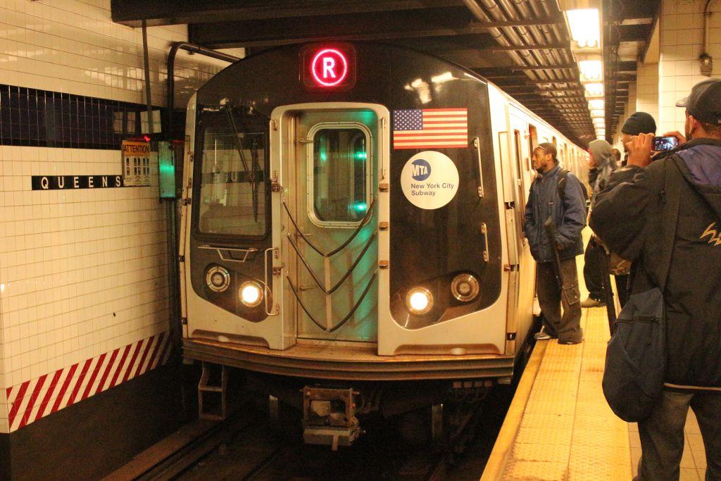 (156k, 1024x683)<br><b>Country:</b> United States<br><b>City:</b> New York<br><b>System:</b> New York City Transit<br><b>Line:</b> IND Queens Boulevard Line<br><b>Location:</b> Queens Plaza <br><b>Route:</b> R<br><b>Car:</b> R-160A (Option 1) (Alstom, 2008-2009, 5 car sets)  9383 <br><b>Photo by:</b> Neil Feldman<br><b>Date:</b> 12/16/2012<br><b>Viewed (this week/total):</b> 0 / 1067