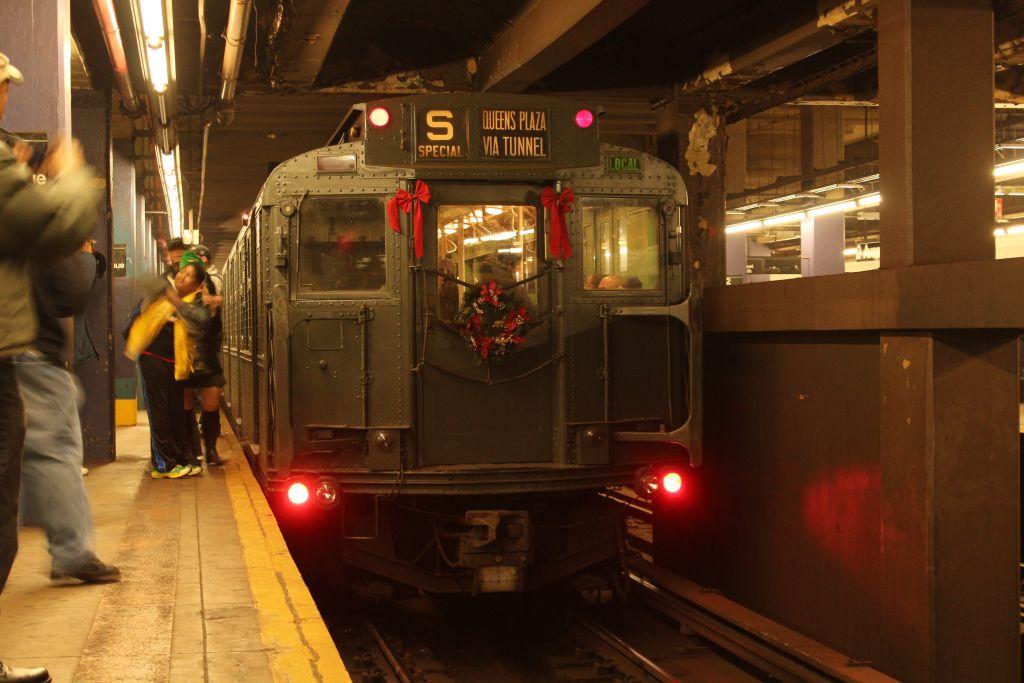 (123k, 1024x683)<br><b>Country:</b> United States<br><b>City:</b> New York<br><b>System:</b> New York City Transit<br><b>Line:</b> IND 6th Avenue Line<br><b>Location:</b> 2nd Avenue <br><b>Route:</b> Museum Train Service<br><b>Car:</b> R-4 (American Car & Foundry, 1932-1933) 484 <br><b>Photo by:</b> Neil Feldman<br><b>Date:</b> 12/16/2012<br><b>Viewed (this week/total):</b> 1 / 902