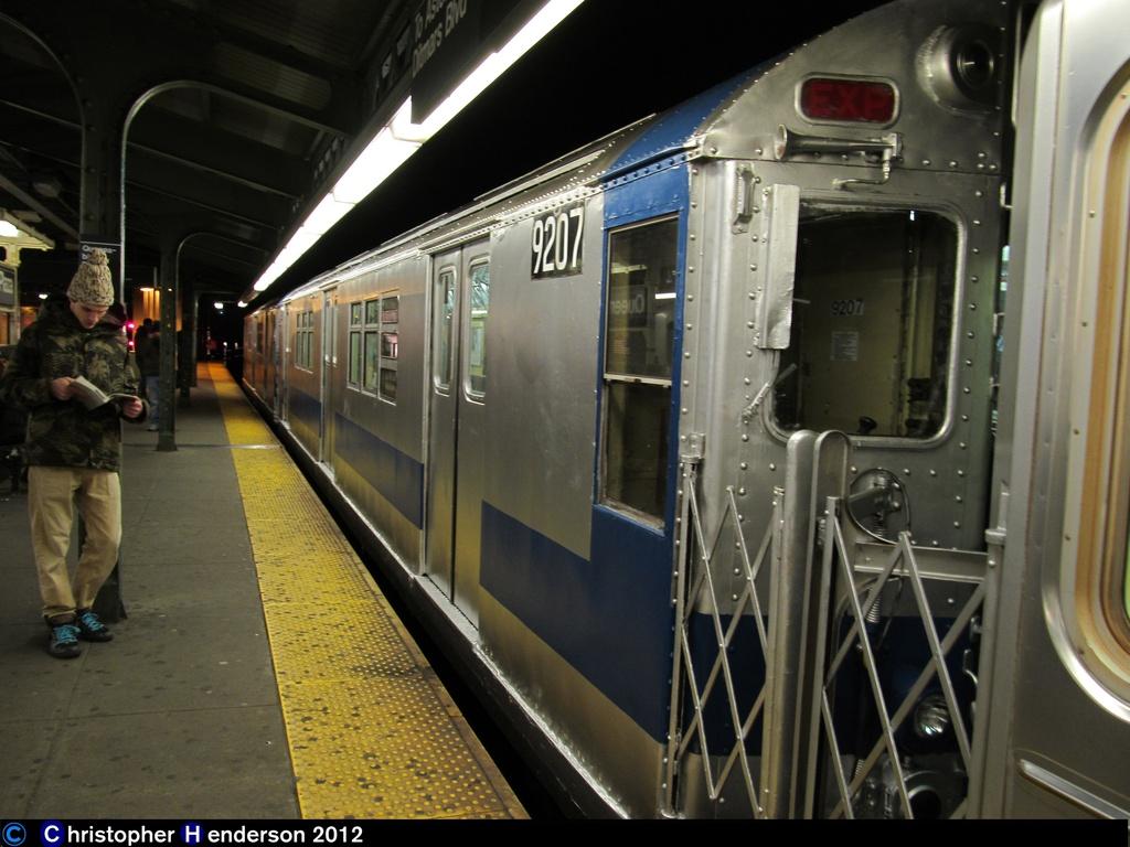 (256k, 1024x768)<br><b>Country:</b> United States<br><b>City:</b> New York<br><b>System:</b> New York City Transit<br><b>Line:</b> BMT Astoria Line<br><b>Location:</b> Queensborough Plaza <br><b>Route:</b> Work Service<br><b>Car:</b> R-33 Main Line (St. Louis, 1962-63) 9207 <br><b>Photo by:</b> Christopher Henderson<br><b>Date:</b> 11/14/2012<br><b>Viewed (this week/total):</b> 3 / 1476