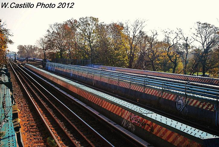 (148k, 724x486)<br><b>Country:</b> United States<br><b>City:</b> New York<br><b>System:</b> New York City Transit<br><b>Line:</b> IND Rockaway<br><b>Location:</b> Aqueduct/North Conduit Avenue <br><b>Photo by:</b> Wilfredo Castillo<br><b>Date:</b> 11/11/2012<br><b>Viewed (this week/total):</b> 0 / 559