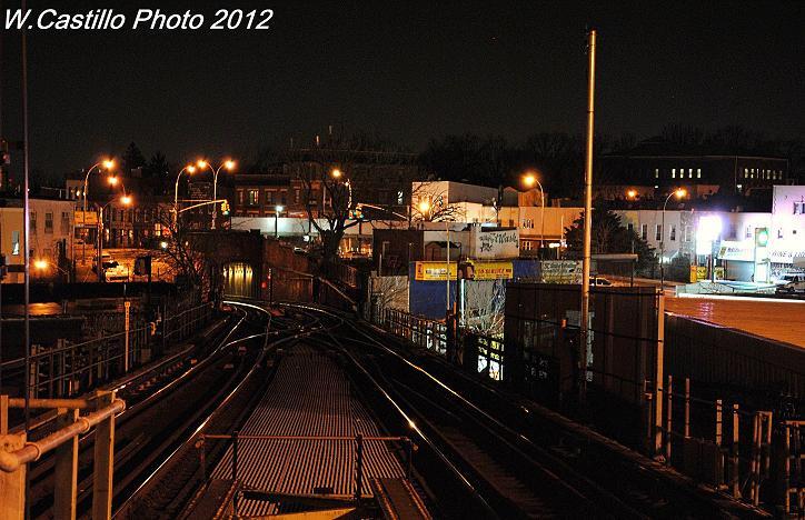 (102k, 724x468)<br><b>Country:</b> United States<br><b>City:</b> New York<br><b>System:</b> New York City Transit<br><b>Line:</b> BMT Canarsie Line<br><b>Location:</b> Broadway Junction <br><b>Photo by:</b> Wilfredo Castillo<br><b>Date:</b> 12/20/2012<br><b>Viewed (this week/total):</b> 0 / 892
