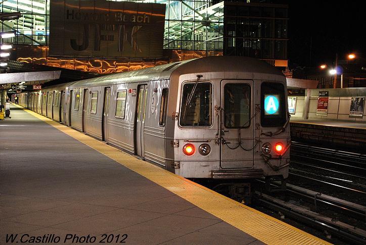 (107k, 724x486)<br><b>Country:</b> United States<br><b>City:</b> New York<br><b>System:</b> New York City Transit<br><b>Line:</b> IND Rockaway<br><b>Location:</b> Howard Beach <br><b>Route:</b> A<br><b>Car:</b> R-46 (Pullman-Standard, 1974-75) 6194 <br><b>Photo by:</b> Wilfredo Castillo<br><b>Date:</b> 12/20/2012<br><b>Viewed (this week/total):</b> 0 / 1023