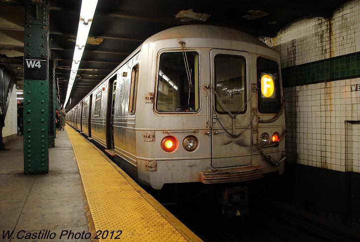 (111k, 724x486)<br><b>Country:</b> United States<br><b>City:</b> New York<br><b>System:</b> New York City Transit<br><b>Line:</b> IND 6th Avenue Line<br><b>Location:</b> West 4th Street/Washington Square <br><b>Route:</b> F<br><b>Car:</b> R-46 (Pullman-Standard, 1974-75) 5572 <br><b>Photo by:</b> Wilfredo Castillo<br><b>Date:</b> 12/14/2012<br><b>Viewed (this week/total):</b> 1 / 813