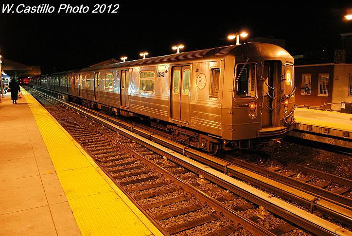 (121k, 724x486)<br><b>Country:</b> United States<br><b>City:</b> New York<br><b>System:</b> New York City Transit<br><b>Line:</b> BMT Brighton Line<br><b>Location:</b> Kings Highway <br><b>Route:</b> B<br><b>Car:</b> R-68A (Kawasaki, 1988-1989)  5128 <br><b>Photo by:</b> Wilfredo Castillo<br><b>Date:</b> 12/5/2012<br><b>Viewed (this week/total):</b> 0 / 1006