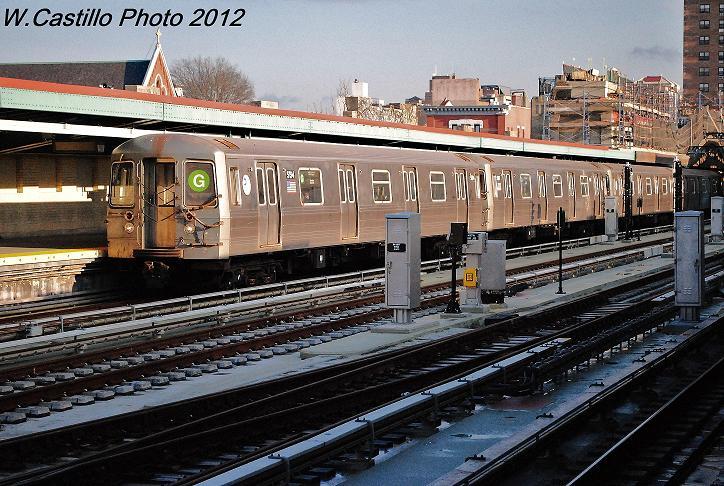 (137k, 724x486)<br><b>Country:</b> United States<br><b>City:</b> New York<br><b>System:</b> New York City Transit<br><b>Line:</b> IND Crosstown Line<br><b>Location:</b> 4th Avenue <br><b>Route:</b> G<br><b>Car:</b> R-68A (Kawasaki, 1988-1989)  5194 <br><b>Photo by:</b> Wilfredo Castillo<br><b>Date:</b> 12/18/2012<br><b>Viewed (this week/total):</b> 0 / 838