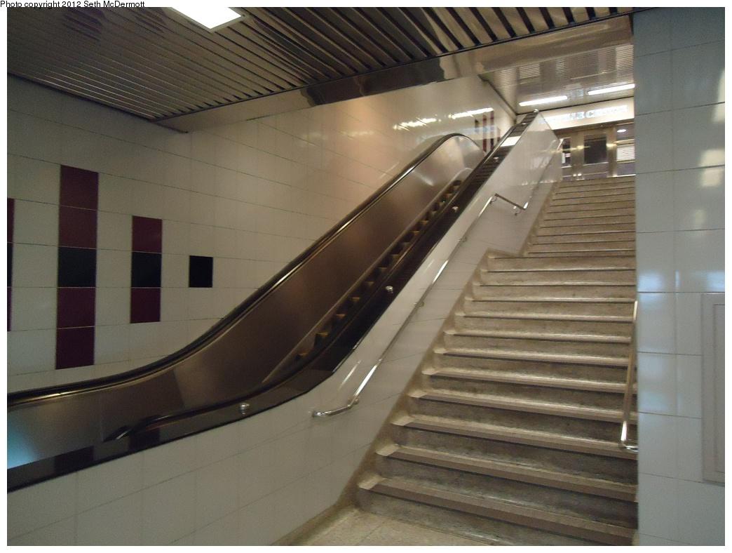 (275k, 1044x788)<br><b>Country:</b> Canada<br><b>City:</b> Toronto<br><b>System:</b> TTC<br><b>Line:</b> TTC Yonge-University-Spadina Subway<br><b>Location:</b> Davisville <br><b>Photo by:</b> Seth McDermott<br><b>Date:</b> 12/3/2012<br><b>Notes:</b> Escalator to Davisville Centre<br><b>Viewed (this week/total):</b> 0 / 461