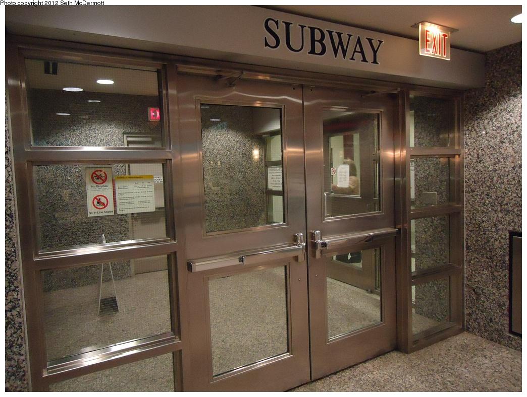 (345k, 1044x788)<br><b>Country:</b> Canada<br><b>City:</b> Toronto<br><b>System:</b> TTC<br><b>Line:</b> TTC Yonge-University-Spadina Subway<br><b>Location:</b> Davisville <br><b>Photo by:</b> Seth McDermott<br><b>Date:</b> 12/3/2012<br><b>Notes:</b> Entrance to subway in the basement of the Davisville Centre<br><b>Viewed (this week/total):</b> 0 / 376