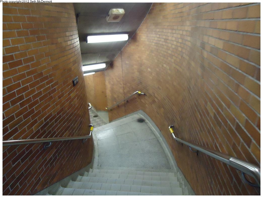 (277k, 1044x788)<br><b>Country:</b> Canada<br><b>City:</b> Toronto<br><b>System:</b> TTC<br><b>Line:</b> TTC Yonge-University-Spadina Subway<br><b>Location:</b> Lawrence <br><b>Photo by:</b> Seth McDermott<br><b>Date:</b> 12/6/2012<br><b>Notes:</b> Curved landing on the stairs to Bedford Park Avenue<br><b>Viewed (this week/total):</b> 1 / 326