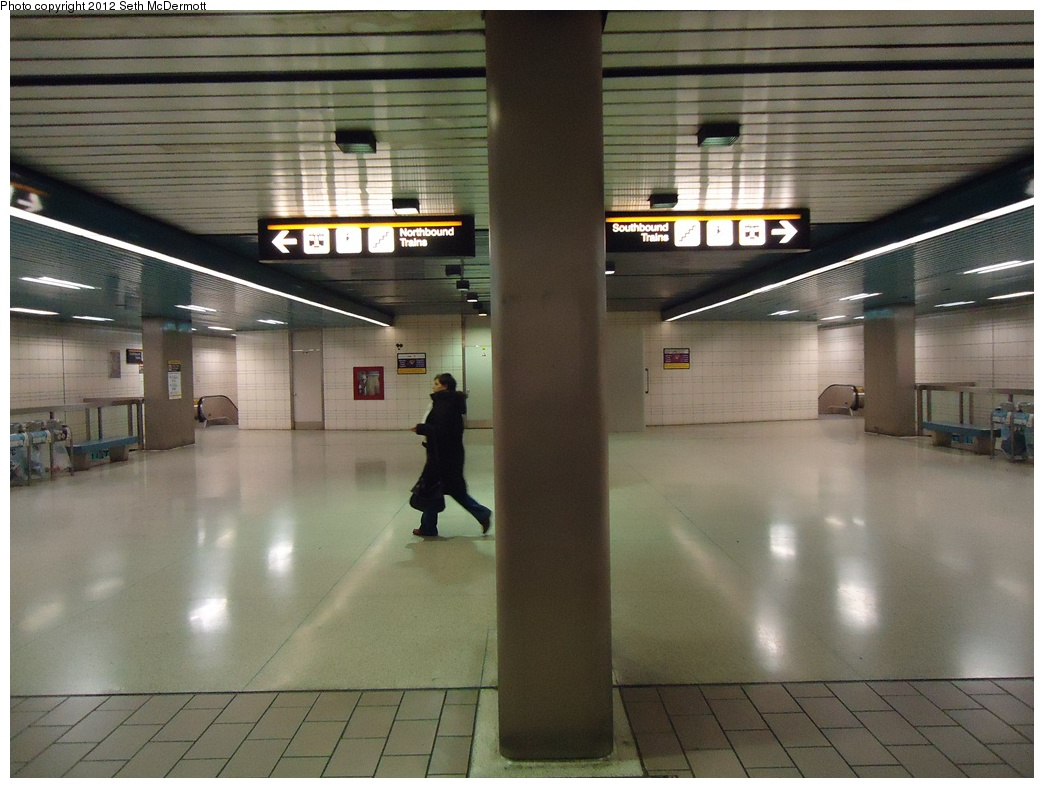 (288k, 1044x788)<br><b>Country:</b> Canada<br><b>City:</b> Toronto<br><b>System:</b> TTC<br><b>Line:</b> TTC Yonge-University-Spadina Subway<br><b>Location:</b> North York Centre <br><b>Photo by:</b> Seth McDermott<br><b>Date:</b> 12/3/2012<br><b>Notes:</b> Main mezzanine (paid side), looking south<br><b>Viewed (this week/total):</b> 2 / 360