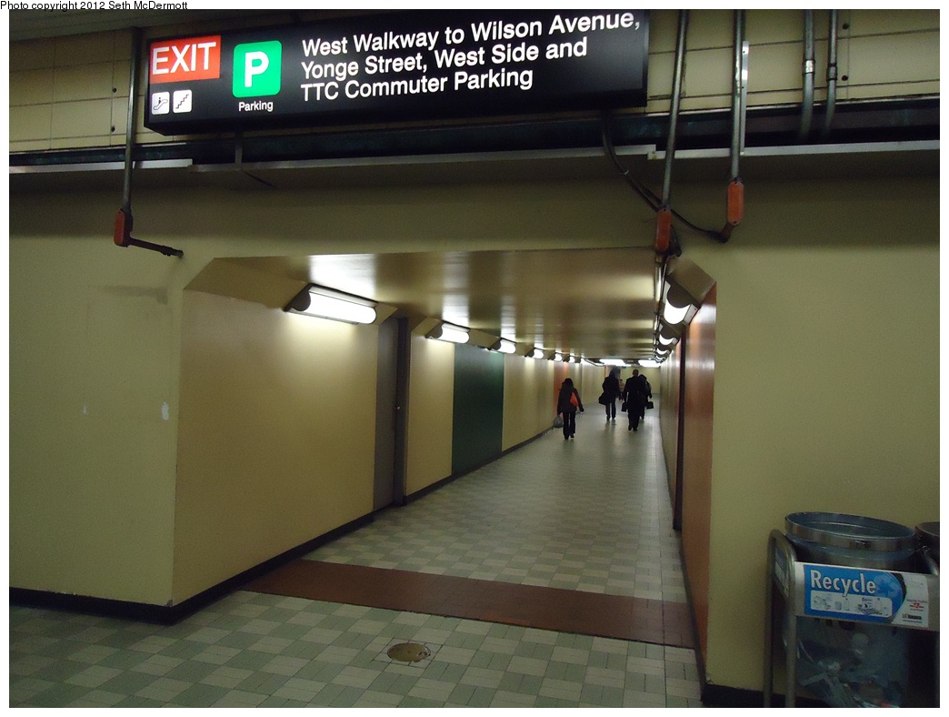 (256k, 1044x788)<br><b>Country:</b> Canada<br><b>City:</b> Toronto<br><b>System:</b> TTC<br><b>Line:</b> TTC Yonge-University-Spadina Subway<br><b>Location:</b> York Mills <br><b>Photo by:</b> Seth McDermott<br><b>Date:</b> 12/6/2012<br><b>Notes:</b> York Mills mezzanine (unpaid side) ... passageway to the west side of Yonge Street<br><b>Viewed (this week/total):</b> 2 / 334