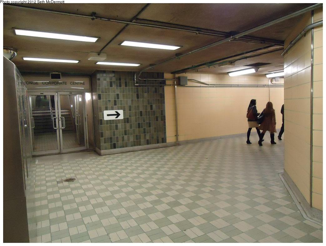 (291k, 1044x788)<br><b>Country:</b> Canada<br><b>City:</b> Toronto<br><b>System:</b> TTC<br><b>Line:</b> TTC Yonge-University-Spadina Subway<br><b>Location:</b> York Mills <br><b>Photo by:</b> Seth McDermott<br><b>Date:</b> 12/6/2012<br><b>Notes:</b> Passageways in York Mills Station ... fare control to the right, Yonge Corporate Centre ahead<br><b>Viewed (this week/total):</b> 2 / 375