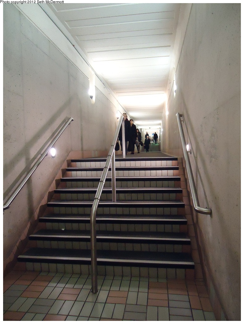 (265k, 788x1044)<br><b>Country:</b> Canada<br><b>City:</b> Toronto<br><b>System:</b> TTC<br><b>Line:</b> TTC Yonge-University-Spadina Subway<br><b>Location:</b> York Mills <br><b>Photo by:</b> Seth McDermott<br><b>Date:</b> 12/6/2012<br><b>Notes:</b> Passageway to Yonge Corporate Centre<br><b>Viewed (this week/total):</b> 2 / 323