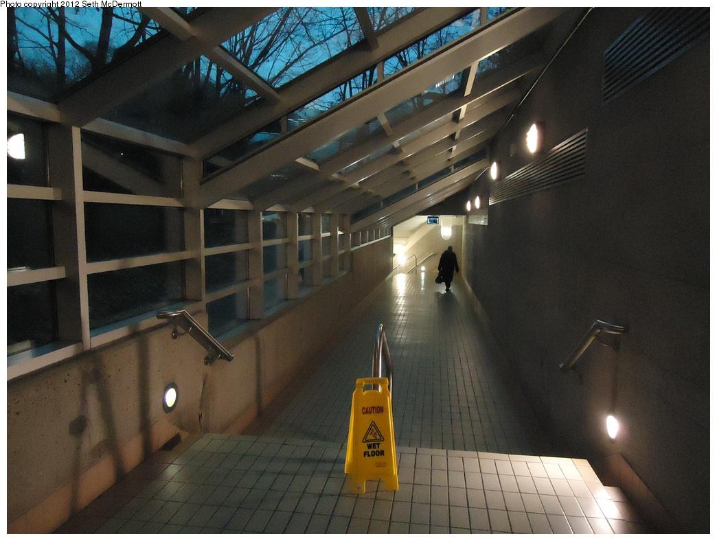 (310k, 1044x788)<br><b>Country:</b> Canada<br><b>City:</b> Toronto<br><b>System:</b> TTC<br><b>Line:</b> TTC Yonge-University-Spadina Subway<br><b>Location:</b> York Mills <br><b>Photo by:</b> Seth McDermott<br><b>Date:</b> 12/6/2012<br><b>Notes:</b> Large, glass-enclosed passage to York Mills Station for Yonge Corporate Centre<br><b>Viewed (this week/total):</b> 0 / 304