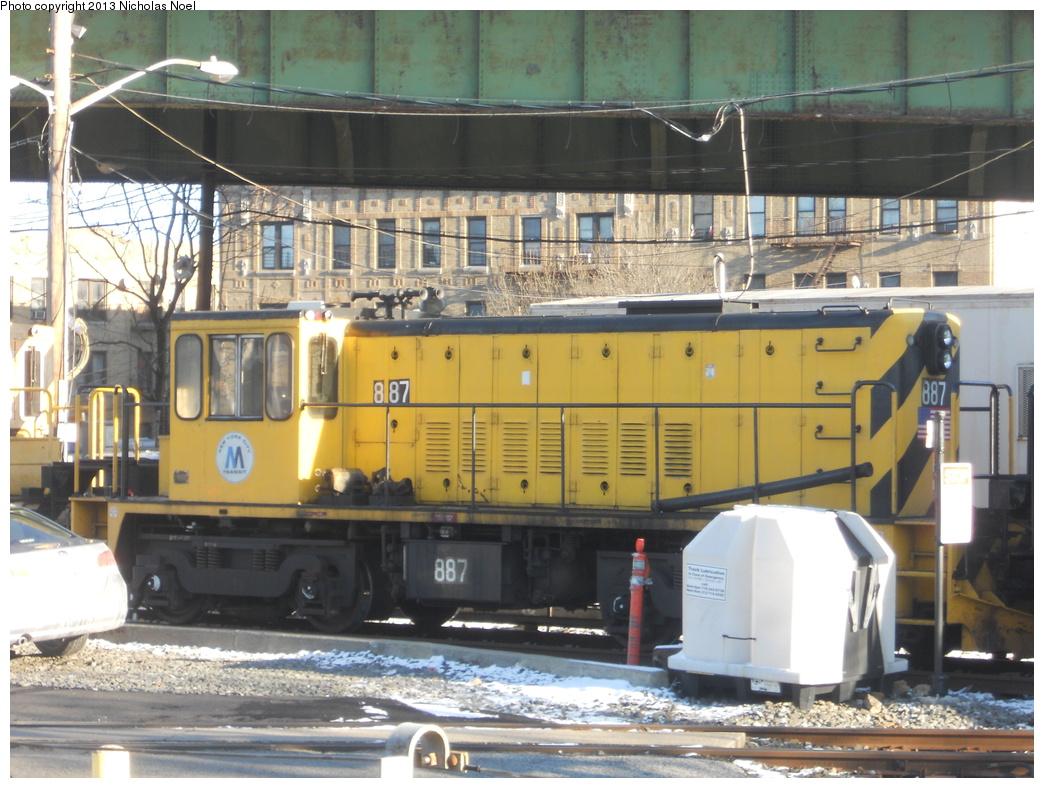 (389k, 1044x788)<br><b>Country:</b> United States<br><b>City:</b> New York<br><b>System:</b> New York City Transit<br><b>Line:</b> IRT White Plains Road Line<br><b>Location:</b> East 180th Street <br><b>Route:</b> Work Service<br><b>Car:</b> R-77 Locomotive  887 <br><b>Photo by:</b> Nicholas Noel<br><b>Date:</b> 12/30/2012<br><b>Notes:</b> De-icer train.<br><b>Viewed (this week/total):</b> 0 / 810