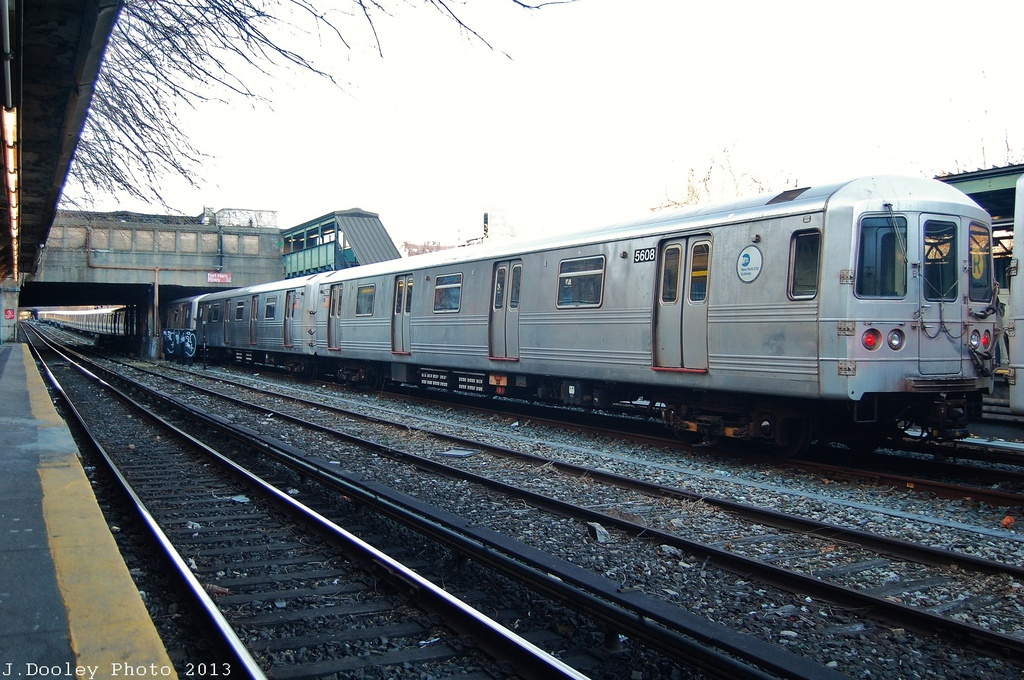 (350k, 1024x680)<br><b>Country:</b> United States<br><b>City:</b> New York<br><b>System:</b> New York City Transit<br><b>Line:</b> BMT Sea Beach Line<br><b>Location:</b> Fort Hamilton Parkway <br><b>Route:</b> Layup<br><b>Car:</b> R-46 (Pullman-Standard, 1974-75) 5608 <br><b>Photo by:</b> John Dooley<br><b>Date:</b> 1/5/2013<br><b>Viewed (this week/total):</b> 2 / 1025