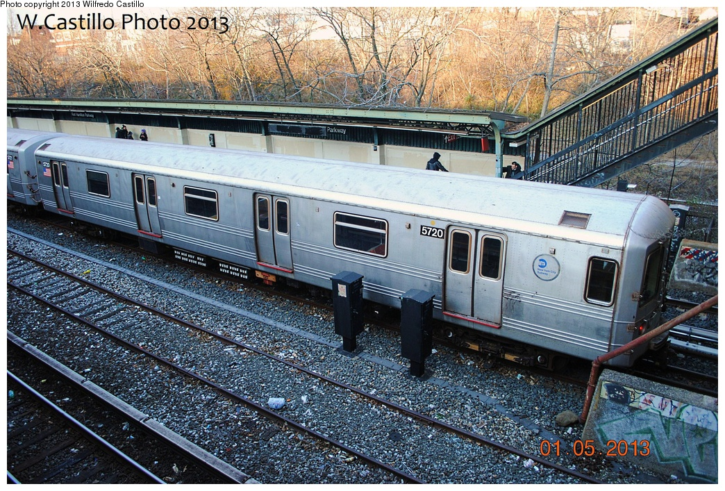 (488k, 1044x707)<br><b>Country:</b> United States<br><b>City:</b> New York<br><b>System:</b> New York City Transit<br><b>Line:</b> BMT Sea Beach Line<br><b>Location:</b> Fort Hamilton Parkway <br><b>Route:</b> R<br><b>Car:</b> R-46 (Pullman-Standard, 1974-75) 5720 <br><b>Photo by:</b> Wilfredo Castillo<br><b>Date:</b> 1/5/2013<br><b>Viewed (this week/total):</b> 0 / 1082