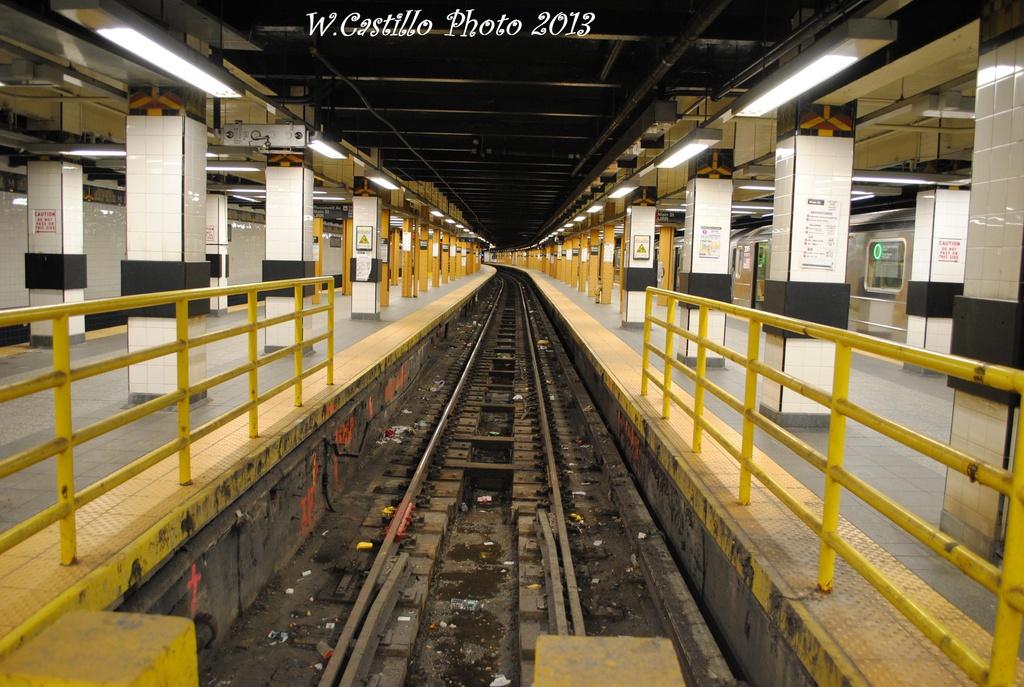 (341k, 1024x687)<br><b>Country:</b> United States<br><b>City:</b> New York<br><b>System:</b> New York City Transit<br><b>Line:</b> IRT Flushing Line<br><b>Location:</b> Main Street/Flushing <br><b>Photo by:</b> Wilfredo Castillo<br><b>Date:</b> 2/28/2013<br><b>Viewed (this week/total):</b> 0 / 2122