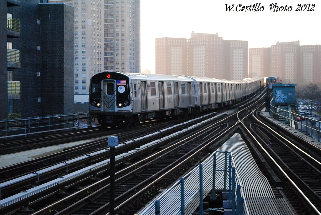 (329k, 1024x687)<br><b>Country:</b> United States<br><b>City:</b> New York<br><b>System:</b> New York City Transit<br><b>Line:</b> BMT Brighton Line<br><b>Location:</b> Ocean Parkway <br><b>Route:</b> Q<br><b>Car:</b> R-160B (Option 1) (Kawasaki, 2008-2009)  9133 <br><b>Photo by:</b> Wilfredo Castillo<br><b>Date:</b> 11/11/2012<br><b>Viewed (this week/total):</b> 0 / 979