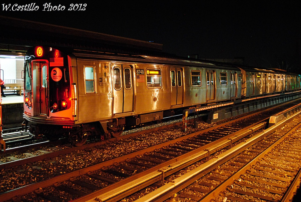 (370k, 1024x687)<br><b>Country:</b> United States<br><b>City:</b> New York<br><b>System:</b> New York City Transit<br><b>Line:</b> BMT Brighton Line<br><b>Location:</b> Avenue U <br><b>Route:</b> Layup<br><b>Car:</b> R-160B (Kawasaki, 2005-2008)  8748 <br><b>Photo by:</b> Wilfredo Castillo<br><b>Date:</b> 11/11/2012<br><b>Viewed (this week/total):</b> 0 / 787