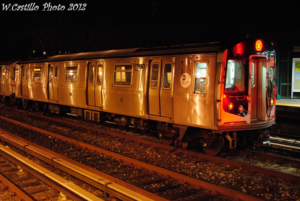 (314k, 1024x687)<br><b>Country:</b> United States<br><b>City:</b> New York<br><b>System:</b> New York City Transit<br><b>Line:</b> BMT Brighton Line<br><b>Location:</b> Avenue U <br><b>Route:</b> Layup<br><b>Car:</b> R-160A-2 (Alstom, 2005-2008, 5 car sets)  8662 <br><b>Photo by:</b> Wilfredo Castillo<br><b>Date:</b> 11/11/2012<br><b>Viewed (this week/total):</b> 0 / 894