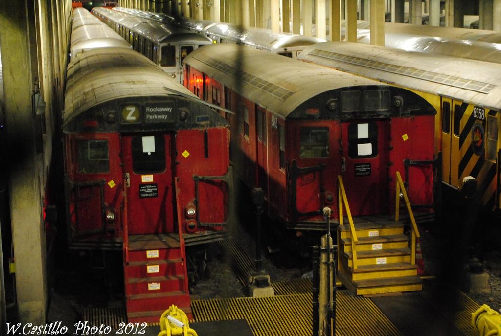 (290k, 1024x687)<br><b>Country:</b> United States<br><b>City:</b> New York<br><b>System:</b> New York City Transit<br><b>Location:</b> Pitkin Yard/Shops<br><b>Car:</b> R-30 (St. Louis, 1961) 8463/8558 <br><b>Photo by:</b> Wilfredo Castillo<br><b>Date:</b> 12/21/2012<br><b>Viewed (this week/total):</b> 1 / 1706
