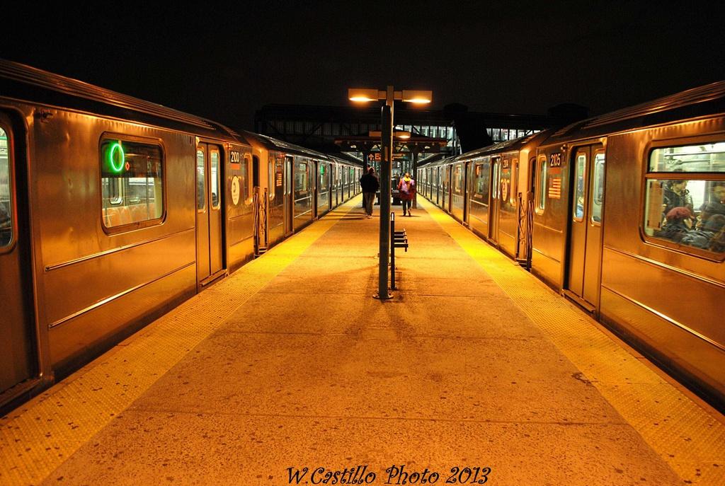 (353k, 1024x687)<br><b>Country:</b> United States<br><b>City:</b> New York<br><b>System:</b> New York City Transit<br><b>Line:</b> IRT Flushing Line<br><b>Location:</b> Junction Boulevard <br><b>Route:</b> 7<br><b>Car:</b> R-62A (Bombardier, 1984-1987)  2100/2105 <br><b>Photo by:</b> Wilfredo Castillo<br><b>Date:</b> 2/28/2013<br><b>Viewed (this week/total):</b> 1 / 1223