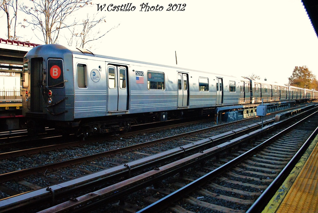 (340k, 1024x687)<br><b>Country:</b> United States<br><b>City:</b> New York<br><b>System:</b> New York City Transit<br><b>Line:</b> BMT Brighton Line<br><b>Location:</b> Avenue U <br><b>Route:</b> B<br><b>Car:</b> R-68A (Kawasaki, 1988-1989)  5090 <br><b>Photo by:</b> Wilfredo Castillo<br><b>Date:</b> 11/11/2012<br><b>Viewed (this week/total):</b> 1 / 854