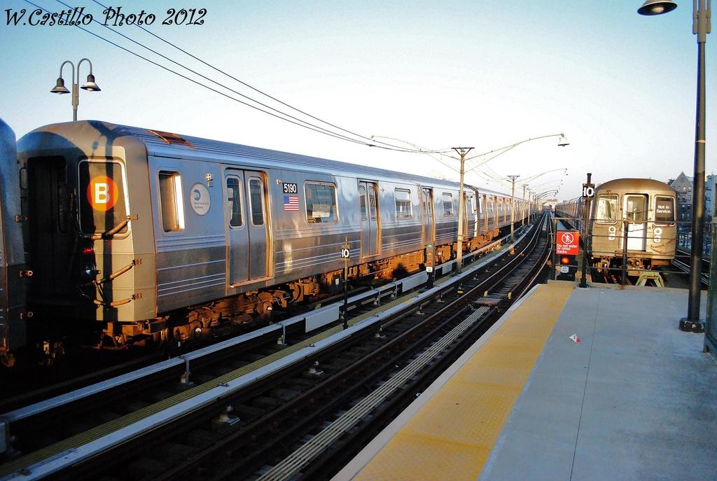 (312k, 1024x687)<br><b>Country:</b> United States<br><b>City:</b> New York<br><b>System:</b> New York City Transit<br><b>Line:</b> BMT Brighton Line<br><b>Location:</b> Ocean Parkway <br><b>Route:</b> B<br><b>Car:</b> R-68A (Kawasaki, 1988-1989)  5190 <br><b>Photo by:</b> Wilfredo Castillo<br><b>Date:</b> 11/11/2012<br><b>Viewed (this week/total):</b> 1 / 836