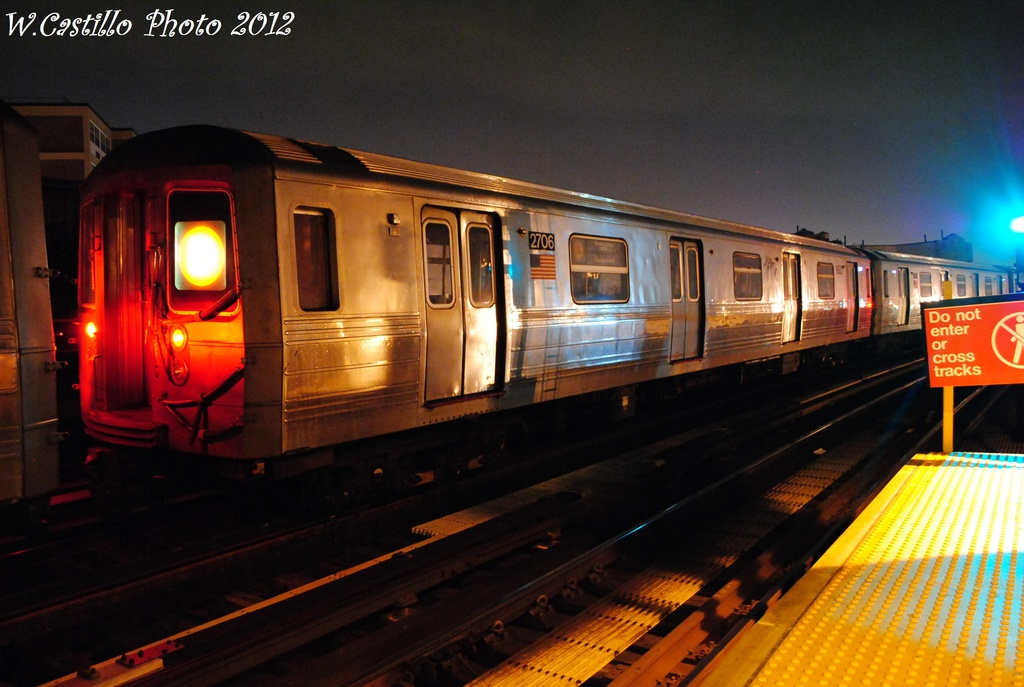 (273k, 1024x687)<br><b>Country:</b> United States<br><b>City:</b> New York<br><b>System:</b> New York City Transit<br><b>Line:</b> BMT West End Line<br><b>Location:</b> 79th Street <br><b>Route:</b> D<br><b>Car:</b> R-68 (Westinghouse-Amrail, 1986-1988)  2706 <br><b>Photo by:</b> Wilfredo Castillo<br><b>Date:</b> 11/12/2012<br><b>Viewed (this week/total):</b> 1 / 878